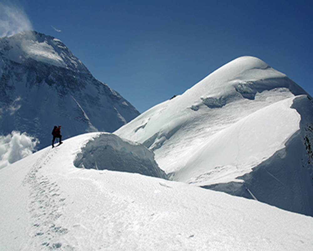 Tukuche Peak Climbing (6,920m/ 22,703ft)-25 Days